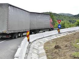 SOLUȚII ROMÂNEȘTI. Autrostrada Deva-Orăştie are un nod rutier încâlcit: trei giratorii, un pod şi o rampă