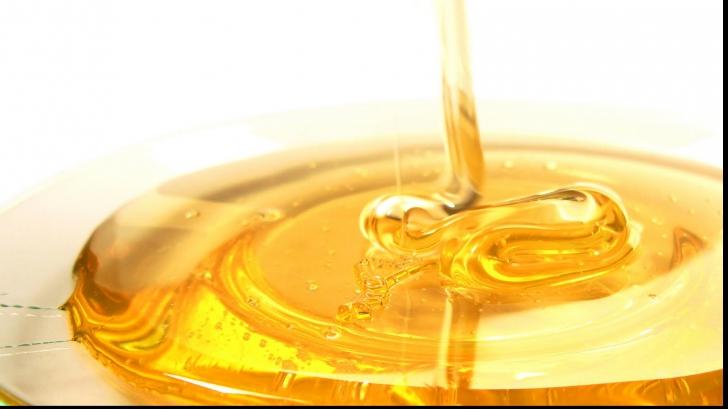 """Mai tare decât antibioticele: """"Super-mierea"""" cu calităţi vindecătoare de excepţie"""